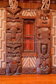 Carved Traditional Maori Figures, called Poupou, supporting the overhead rafters… Maori Tattoos, Maori Face Tattoo, Small Quote Tattoos, Small Tattoos With Meaning, Cute Small Tattoos, Tattoos For Daughters, Tattoos For Guys, Tiki Bar Decor, Maori People