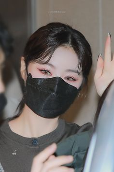 Soo Jin, Soyeon, Halloween Face Makeup, Make Up, Kpop, Celebrities, Beauty, Korea, Icons