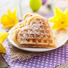 Dieses Rezept macht immer eine gute Figur: Fettarme Buttermilchwaffeln schmecken zur Kaffeejause oder einfach so.