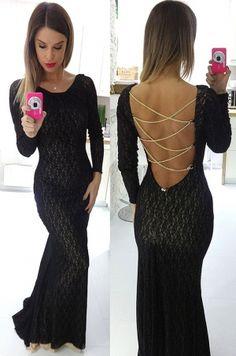 Jemné spoločenské šaty so zaujímavo odhaleným chrbtom, sú vyrobené z príjemného elastického materiálu, ktorý perfektne prilieha k telu a zvýrazňuje ženské krivky. Krása, elegancia a štýl týchto šiat určite očarí každú ženu.