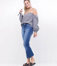 Calça feminina  Modelo cropped flare  Com bolsos  Com recorte contrastante  Com barra desfiada  Marca: A-Collection  Tecido: jeans  Modelo veste tamanho: 36       Medidas da modelo:     Altura: 1,73  Busto: 80  Cintura: 60  Quadril: 90     COLEÇÃO INVERNO 2017     Veja outras opções de    calças jeans femininas   .