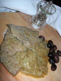 La creatività e i suoi colori: Veneto ( fegato alla veneziana)                                                          gr.500 di fegato di vitello                                                          kg.1 di cipolle                                                          olio extravergine d'oliva                                                          vino bianco                                                          aceto                                                          sal...