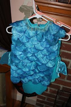 Diy fish costume - good instructions for Audrey's fish costume - school play Toddler Fish Costume, Diy Fish Costume, Seahorse Costume, Sea Costume, Robin Costume, Toddler Costumes, Cool Costumes, Costume Ideas, Dance Costume