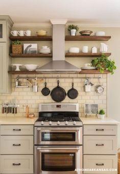Gorgeous Small Kitchen Remodel Ideas 31 Farmhouse Kitchen Cabinets, Kitchen Redo, New Kitchen, Kitchen Shelves, Kitchen Backsplash, Kitchen Small, Kitchen Storage, Farmhouse Kitchens, Backsplash Ideas