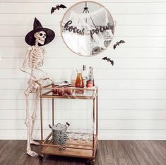 H STYLE'S Guide to a Stylish DIY Halloween Home Décor You need to create something creative & spooky for this coming Hallow. Soirée Halloween, Halloween Home Decor, Fall Home Decor, Holidays Halloween, Vintage Halloween, Halloween House Decorations, Decorations For Home, Living Room Halloween Decor, Halloween Gourds