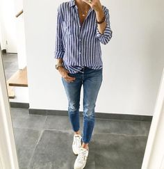 And great to go out for a casual night or date φθινοπωρινά σύνολα, jean σύν Looks Chic, Casual Looks, Look Fashion, Fashion Outfits, Womens Fashion, Fashion Night, Fashion 2018, Fall Outfits, Casual Outfits