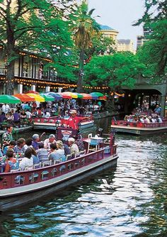 San Antonio River Walk -I've spent Thanksgiving here and strangers took us to dinner and front row river parade seating! What A Wonderful World, Beautiful World, Beautiful Places, Places Around The World, Travel Around The World, Around The Worlds, Great Places, Places To See, San Antonio Riverwalk