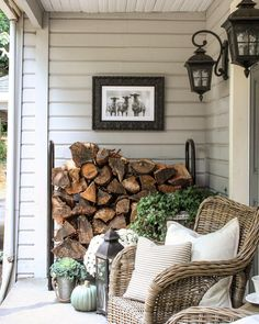 Front Porch ideas - Who doesn't love a beautiful front porch? We are your portal for front porch designs, front porch ideas and more. Visit our galleries of porch pictures. Come and stay awhile! Farmhouse Outdoor Decor, Farmhouse Front Porches, Farmhouse Garden, Shabby Chic Farmhouse, Farmhouse Wall Decor, Farmhouse Ideas, Interior Design Blogs, Porche Chalet, Veranda Design