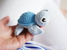 Amigurumi Schildkröte häkeln – Caros Fummeley – You can crochet the small turtles yourself with the help of the instructions, … Minion Crochet Patterns, Minion Pattern, Knitting Patterns, Crochet Baby Hats, Baby Knitting, Free Crochet, Crochet Amigurumi, Amigurumi Doll, Small Turtles