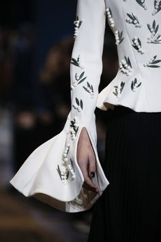 Christian Dior Spring 2016 Couture Accessories Photos - Vogue #adorned #embroidered #sleeve