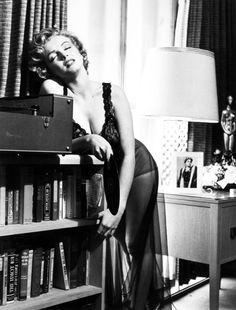 Marilyn Monroe & her books