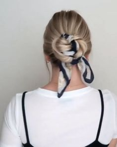 Erstaunlich😍 - Make Up Easy Hairstyles For Medium Hair, Messy Hairstyles, Medium Hair Styles, Bad Hair Day, Subtle Makeup, Hair Arrange, Dyed Hair, Hair And Nails, Hair Inspiration