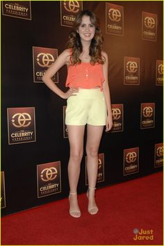 Laura Marano & Karan Brar Step Out For The Celebrity Experience: Photo Laura Marano matches her toe nail polish to her outfit as she steps out for the 2015 'The Celebrity Experience' Panel held at The Universal Hilton Hotel over the… Laura Marano, Vanessa Marano, Celebrity Outfits, Celebrity Crush, Famous Celebrities, Celebs, Karan Brar, Hot Brunette, Girl Outfits