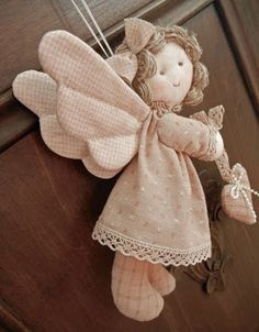 Ulla v Prikrývka svet: Quilted anjel, vzor a návod Sewing Toys, Sewing Crafts, Sewing Projects, Christmas Projects, Christmas Crafts, Angel Crafts, Fabric Dolls, Christmas Angels, Christmas Ornament