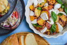 {grillrezepte} auf zedernholz gegrillter lachs mit salat aus gegrillten pfirsichen und büffel mozzarella | Happy Serendipity | Bloglovin'