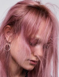Simona Kust is the latest in a line of great models who've harnessed the power of pink hair. Hair Color Pink, Pink Hair, Aesthetic Hair, Dream Hair, Hair Inspo, Hair Goals, Color Inspiration, Hair And Nails, Cool Hairstyles