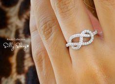 Anillo de diamantes Infinity Knot  El por SillyShinyDiamonds, $860.00