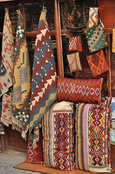 textiles - patterns I like. Native American Rugs, Native American Indians, Native Indian, Native Art, Textiles, Ethno Design, Style Marocain, Boho Home, Rugged Style