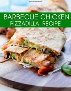 Quesadilla and Pizza Collide in this Barbequed Chicken Pizzadilla recipe. This barbequed chicken has a crispy crust, tons of flavor, so you have the pairing of quesadilla and pizza all in one! #barbecue #chicken #pizza #quesadilla #easy #lunch #dinner #recipe Chicken Pizza, Barbecue Chicken, Baked Chicken, Pizzadilla Recipe, Yummy Chicken Recipes, Healthy Recipes, Best Comfort Food, Comfort Foods, Pizza Quesadilla