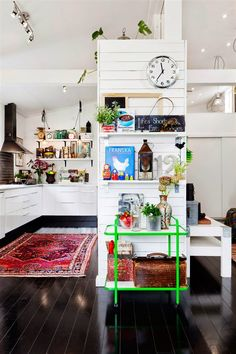Vibrant, Eclectic Kitchen Interior with Eastern-style Rug Decor, Kitchen Interior, Home Decor Inspiration, House Design, Home Decor, House Interior, Home Kitchens, Interior Design, Kitchen Design