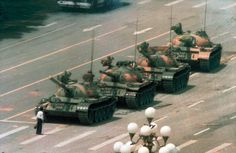 Tank Man by Jeff Widener. El hombre del tanque (la plaza de Tiananmen, Pekín) el 5 de junio de 1989, un día después de la masacre.