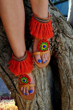 Boho Sandals/ Leather sandals/Handmade sandals/ by magosisters Bohemian Sandals, Boho Shoes, Pom Pom Sandals, Cute Sandals, Diy Sac, Diy Vetement, Bare Foot Sandals, Summer Shoes, Leather Sandals