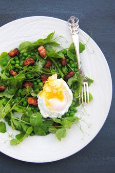 Low-Carb Pea and Pea Shoot Salad with Bacon & Eggs | Scrumptious South Africa #wwflavoursociety #lowcarb #LCHF #banting