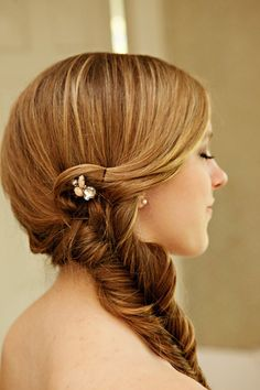The perfect alternative to the formal bridal updo braids are ideal for creating a little interest in long and loose hair, and for creating a relaxed boho bridal style, which would be beautiful for a beach babe. Cute Braided Hairstyles, Best Wedding Hairstyles, Down Hairstyles, Pretty Hairstyles, Bridal Hairstyle, Unique Hairstyles, Ponytail Hairstyles, Hairstyle Ideas, Romantic Wedding Hair
