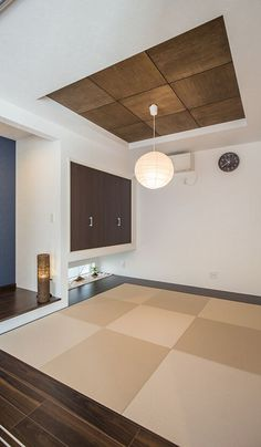 リビングから繋がる和室は、統一感を考慮しながらも和室らしい落ち着いた空間に。 Modern Japanese Interior, Japanese Modern House, Home Office Design, Home Interior Design, Interior And Exterior, Tatami Room, Minimalist Home, Ideal Home, Diy Home Decor
