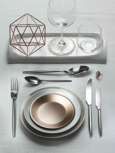 STILE- A simple shape for a modern table  #Pintinox #posate #cutlery #miseenplace #Stile #modern #white #bronze #geometry #ring
