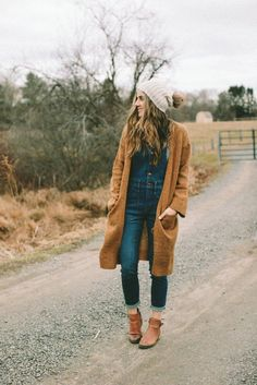 Style // How to Wear Overalls as a Mom - Lauren McBride - How to wear overalls as a mom without looking too juvenile 😉 Source by - Fall Winter Outfits, Autumn Winter Fashion, Winter Clothes, Fall Fashion, Catwalk Fashion, Punk Fashion, Lolita Fashion, Teen Fashion, Pijamas Women