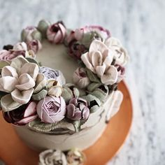 Magnolia by EEDO #bettercreamflowers #magnolia #flowercake #flowerclass…