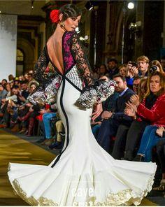 José Galván Casual Dresses, Fashion Dresses, Formal Dresses, Spanish Fashion, Cosplay Tutorial, Dance Dresses, Evening Gowns, Fashion Forward, Beautiful Dresses
