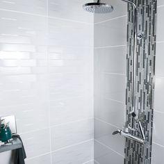 Une douche au carrelage gris et frise en mosaïque   Design ...