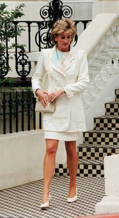 May Diana leaving her friend & Argentinian designer, Roberto Dvorik's house in Holland Park, London. Princess Diana Family, Royal Princess, Princess Of Wales, Princesa Diana, Kate Middleton, Diana Williams, Prinz William, Diana Fashion, Lady Diana Spencer