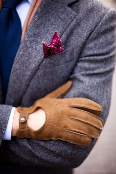 The soft brown leather gloves and polka dot pocket square is a dreamy combination #pocketsquare #browngloves