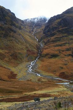 Glen Coe in the Scottish Highlands shows off the unique colours often found in nature. The browns we see are nice as they are all natural and aren't caused by pollution. Places To Travel, Places To See, Glen Coe, England And Scotland, Scotland Uk, Scotland Castles, All Nature, Scotland Travel, Camping Scotland