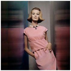 Uma Thurman édesanyja, Nena von Schlebrügge svéd és német szülők gyerekeként 1941-ben Mexikóban látta meg a napvilágot. Tizennégy éves korában fedezte fel a világhírű divatfotós Norman Parkinson, aki akkoriban a Voguenak dolgozott Stockholmban. 1957-ben Nena Londonba költözött…