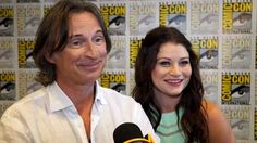 """Robert Carlyle & Emilie De Ravin Talk 'Once Upon A Time' Wedding - I couldn't stop laughing at the """"most awkward place where they've been recognized"""". And my gosh, Bobby's accent!!"""