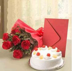 Send Cake & Roses Hamper Online with same day delivery in Ahmedabad from SendGifts Ahmedabad. Order Cake & Roses Hamper online and express your best feeling to your Special Person. Online Birthday Gifts, Online Gifts, Birthday Gift Delivery, 1st Birthday Cakes, Happy Birthday, Birthday Wishes, Online Cake Delivery, Heart Shaped Cakes, Buy Cake
