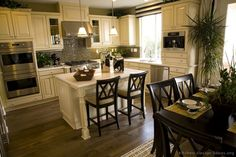 Traditional Antique White Kitchen Welcome! This photo gallery has pictures of kitchens featuring cream or antique white kitchen cabinets in traditional styles. Cream Kitchen Cabinets, Kitchen Redo, New Kitchen, Kitchen Remodel, Kitchen Ideas, Kitchen Designs, Kitchen Colors, Cozy Kitchen, Kitchen Small