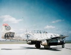 Color photo of the Second World War: German night fighter Messerschmitt fighter from NJG 11 squadron of the Luftwaffe during trials in the USA. This modification of is equipped with a Neptune radar. Messerschmitt Me 262, Ww2 Aircraft, Aircraft Carrier, Military Aircraft, Luftwaffe, Me262, Ww2 Planes, Aircraft Design, War Machine