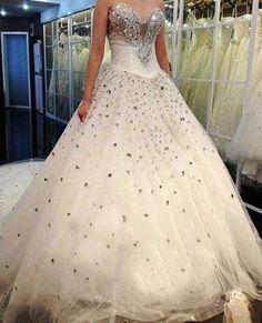 robe de mariée princesse en tulle pailleté et strass