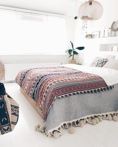 Cute Shabby chic and boho chic decor ideas to decorate your room if your like the bohemian gypsy style. Shabby Chic Bedrooms, Shabby Chic Homes, Shabby Chic Decor, Boho Chic Interior, Bohemian Bedroom Design, Interior Design, Modern Interior, Deco Spa, Deco Boheme