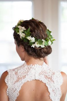 flower head wreath http://trendybride.net/flower-crown-ideas-for-brides/ trendy bride