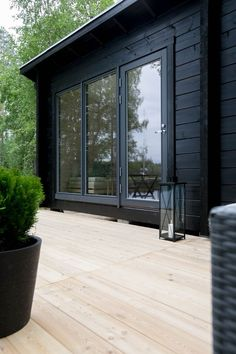 Modern black house exterior with black wood siding Black House Exterior, Exterior House Colors, Exterior Paint, Exterior Design, Cabins In The Woods, House In The Woods, Weekend House, House Painting, Future House