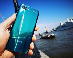 From London with love  Amazing #Honor10 Phantom Green ! --------- #Honor #Tech #Smartphone #Huawei #phone #hightech #instadaily #london #blue #bluesky #sun #sunny #towerbridge #photo #lens #color #bokeh #IA #IAmazing #Londres #england