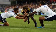 The Waratahs' Wycliff Palu busts a tackle from Brynard Stander Nz All Blacks, Highlanders, My Passion, Rugby, Rugby Sport, American Football