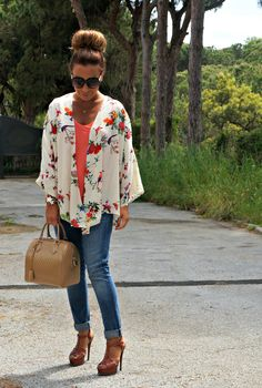 I absolutely adore the look of a flowy kimono-style cardigan layered over a simple t-shirt.