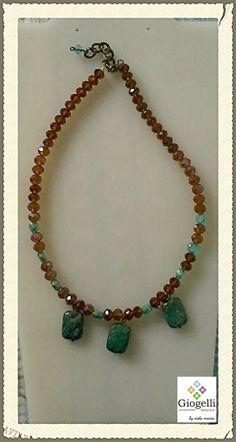 Collar de cristales swarovskis cafés y dijes de piedras naturales... facebook.com/giogellimexico